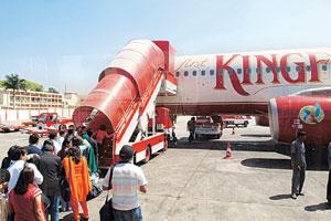 No take-offyet: Passengers board a Kingfisher aircraft at the Bangalore airport. The airline has an August launch target of its first non-stop flight between Bangalore and San Francisco. (Photo: Heman