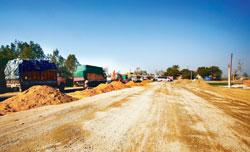 A file photo of  work being undertaken on the Muzaffarnagar bypass, part of NH 58. The government is getting ready to offer contracts for some 3,090km of highways for upgrade (Photo by: Rajeev Dabral