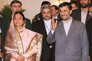 Official visit: Indian President Pratibha Patil with her Iranian counterpart Mahmoud Ahmadinejad on his arrival for a meeting at Rashtrapati Bhavan in New Delhi, on Tuesday