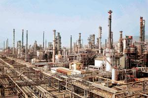 Refining hub: A photo of Bharat Petroleum refinery in Mumbai. India hopes to increase its refining capacity to 241mtpa by 2012.
