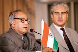 Trade talks: External affairs minister Pranab Mukherjee (left) and his Pakistani counterpart Shah Mehmood Qureshi at a press conference in Islamabad on Wednesday.