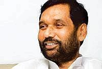 Helping hand: Union minister Ram Vilas Paswan has said DAP imports are likely to be 6.5mt this year against 2.9mt last year. (Photo: Madhu Kapparath / Mint)