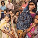 Landless in India: Manti Naha (centre), a widow from Dibulganj in Uttar Pradesh, did not own arable land at the time of displacement. She, among others, is not entitled to any compensation. Today, she