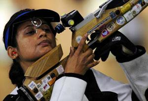 Anjali Bhagwat looks up during the women's 10m Air Rifle Qualification at the Beijing 2008 Olympic Games on 9 August 2008. (Reuters photo)