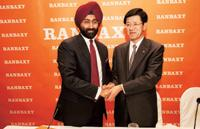 Drug deal: A file photo of Ranbaxy's Malvinder Singh and Daiichi Sankyo's Takashi Shoda. (Photo: Harikrishna Katragadda/Mint)