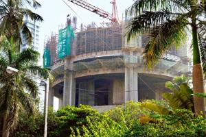 Expensive deal: A construction site at Morarka Mansion on Nepean Sea Road in Mumbai. The project has failed to find buyers since February. Abhijit Bhatlekar / Mint