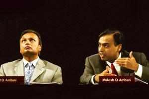 Legal wrangle: A file photograph of Mukesh Ambani (R) and his younger brother Anil Ambani at a meeting in Mumbai. Arko Datta / Reuters