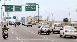 Vital link: A stretch of the Delhi-Gurgaon highway. The audit says 20-year concessions given to developers of this stretch led to losses. Ramesh Pathania / Mint