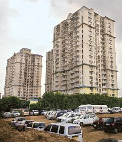 Unplanned costs: A DLF complex in Gurgaon. The company has doubled the maintenance fee from what was agreed to in the buyer's contract. Rajeev Dabral / Mint