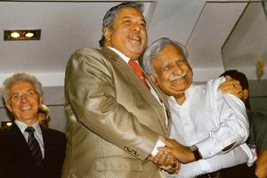 Growing apart? Kingfisher's Vijay Mallya with Jet Airways' Naresh Goyal after they announced an alliance on 13 October. The two airlines have since gone ahead with independent, and often conflicting,