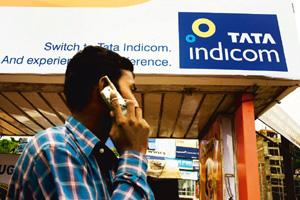 Settling dispute: A man walks past a Tata Indicom ad in Orissa. Tata Communications says it has paid $19 mn in damages to the UK telco. Sanjit Das / Bloomberg