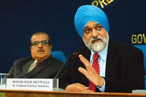 Economy manager: Planning Commission's Montek Singh Ahluwalia (right) announcing a second set of stimulus measures on 2 January. PIB
