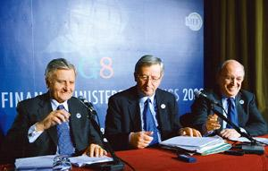 Damage control: (L to R) European Central Bank's Jean-Claude Trichet, Eurogroup's Jean-Claude Juncker and Economic and Monetary Affairs' Joaquin Almunia at the end of the G-7 meet on 14 February in Ro