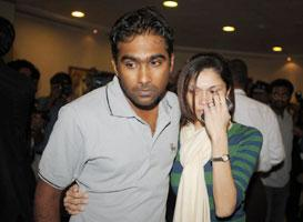 Sri Lankan cricket captain Mahela Jayawardene speaks with journalists after returning in Colombo on 4 March 2009. AFP photo