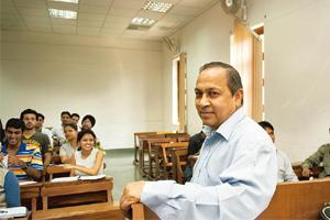 The alumni touch: Principal of DU's Shri Ram College of Commerce P.C. Jain with students in a newly air-conditioned classroom. Ramesh Pathania / Mint