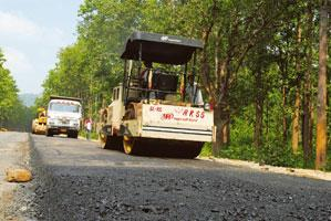 Huge losses: Work in progress on a national highway in Orissa. Indranil Bhoumik / Mint