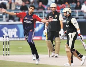 Star attraction: Ashish Nehra of Delhi Daredevils (left) celebrates after the dismissal of Kolkata Knight Riders' Brad Hodge (right) during the IPL T20 cricket tournament match in Johannesburg on Sund