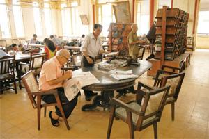 Page-turner: An engrossed reader at the JN Petit Library in Mumbai. Abhijit Bhatlekar / Mint