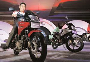 Stiff competition:Honda Motorcycle and Scooter president and CEO Shinji Aoyama at the May launch of the CBF Stunner in Mumbai. Rajanish Kakade / AP