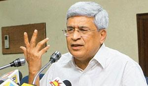 Poll debacle: CPM general secretary Prakash Karat addresses a press conference in New Delhi on Monday. Atul Yadav / PTI
