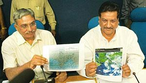Big picture: Minister for science, technology and earth sciences Prithvi Raj Chavan (right) with secretary Shailesh Nayak showing a map of the summer monsoon's progress at a press conference in New D