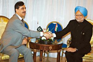 Joint agenda: PM Manmohan Singh (R) with his Pakistani counterpart Yousaf Raza Gilani at the NAM summit in Egypt on Thursday. Amr Abdallah Dalsh / Reuters