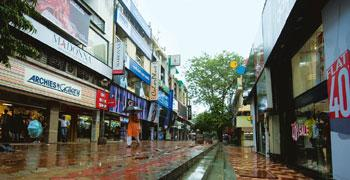 Sign of the times: Rentals in New Delhi's posh Basant Lok market have plunged 29% in the second quarter, mirroring a countrywide trend. Ramesh Pathania / Mint