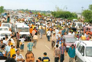 Past imperfect: The Trinamool Congress' 2008 sit-in demonstration to protest the Tata Motors Nano car project at Singur in West Bengal. Indranil Bhoumik / Mint