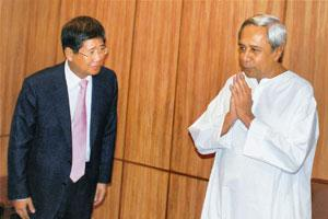 Plans intact: Orissa chief minister Naveen Patnaik (right) with Posco chairman Lee Dong-hee at the state secretariat in Bhubaneswar. PTI