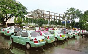 Few takers: Meru Cab has fitted its entire fleet of 3,600 cabs in 4 cities with GPS devices sourced from suppliers in Europe and Singapore. Satish Bate / Hindustan Times