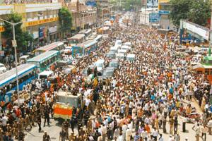 Bidding adieu: People gathered in large numbers to pay their respects to the late chief minister Y.S. Rajasekhara Reddy. Bharath Sai / Mint