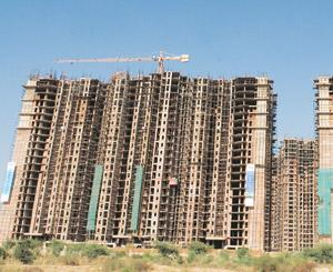 Launch strategy: A DLF construction site in Gurgaon. Funds do not have the brand name of developers and need to ensure cash flow through sales. Rajkumar/Mint