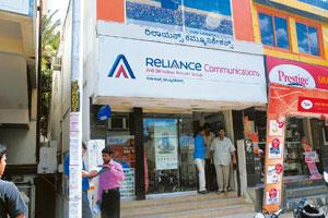 Under the lens: An RCom outlet in Bangalore. The firm sought to avoid paying Rs316 crore in licence and spectrum fees, the auditor said. Hemant Mishra / Mint