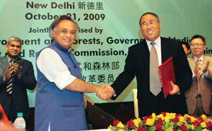United stand: China's chief climate change official Xie Zhenhua (right) shakes hands with environment minister Jairam Ramesh after signing a pact on climate change in New Delhi on Wednesday. Dar Yasin