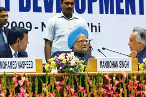 Matter of concern: Prime Minister Manmohan Singh flanked by environment minister Jairam Ramesh (to his right) and Maldives President Mohamed Nasheed in New Delhi on Thursday. Subhav Shukla / PTI