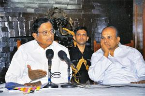 State of affairs: Home minister P. Chidambaram (left) with Jharkhand governor K.Sankaranarayanan in Ranchi on Thursday. PTI