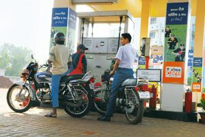 Relief factor: IndianOil, which sells fuels below cost to help curb inflation, is partly compensated by discounts from ONGC and OIL. Indranil Bhoumik / Mint