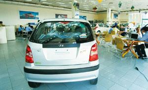 Wooing customers: A car showroom in New Delhi. Car makers are likely to offer hefty discounts towards the year-end, before raising prices. Ramesh Pathania / Mint