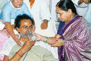 Mission successful: Telangana Rashtra Samithi chief K. Chandrashekar Rao sips coconut water from his wife to end his 11-day fast at NIMS Hospital in Hyderabad on Wednesday. PTI