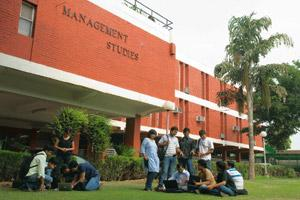 Scouting for talent: Students on the Faculty of Management Studies campus in New Delhi. Many mid-sized recruiters that visited the top institutes for the first time in 2009 are satisfied with the resu
