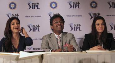 Indian Premier League (IPL) commissioner Lalit Modi, flanked by Rajasthan Royals' actors Shilpa Shetty (left) and of Kings XI Punjab Preity Zinta (right) addresses a press conference after the IPL pl