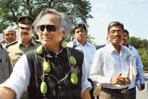 Veggie delight: Ramesh was garlanded with brinjals by protesters last month. PTI