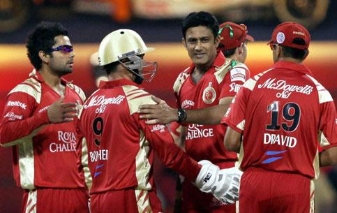 Royal Challengers Bangalore Skipper Anil Kumble with team mates celebrates the wicket of Rajasthan Royals Michael Lumb during their match in the Indian Premiere League season-3 championship in Bangalo