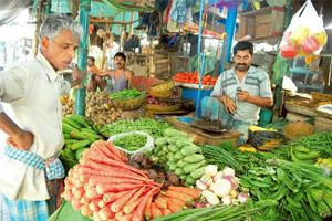 Slight recovery: Food price inflation has fallen to 16.22% in the week ended 13 March, from 16.3% the previous week. Indranil Bhoumik / Mint