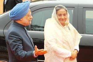 Strengthening ties: Bangladesh Prime Minister Sheikh Hasina and PM Manmohan Singh during the former's India visit in January. Pankaj Nangia/Bloomberg