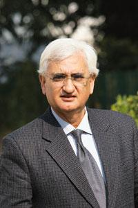 Missing deadline: Corporate affairs minister Salman Khursheed said 371,110 firms haven't filed annual returns for 2008-09. Manoj Verma/Mint