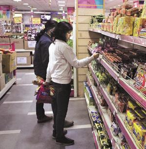 Sale scuppered: A file photo of a Vishal Retail outlet in Delhi. Several lenders to the firm, which is seeking to reschedule Rs730 crore of debt, had already cleared a proposal by TPG Capital to take