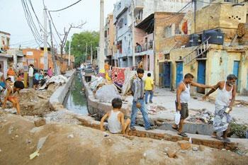 Shelter woes: Open drains and matchbox houses make up Kathputli Colony. Ankit Agrawal/Mint