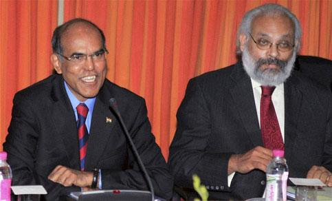 Reserve Bank of India (RBI) governor D Subbarao with deputy governor Subir Gokran during the credit policy meeting at RBI headquarters in Mumbai on Tuesday. Santosh Hirlekar / PTI photo