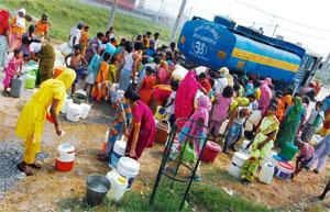 Daily dilemma: A file photo of women and children collecting water in a New Delhi locality. Priyanka Parashar/Mint